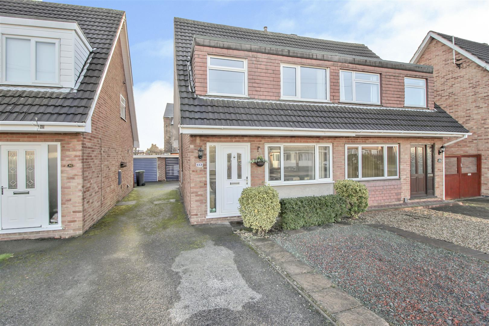 3 Bedrooms Semi Detached House for sale in Alford Close, Beeston Rylands